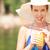 mulher · chapéu · de · palha · potável · limonada · suco · vestido · branco - foto stock © pressmaster