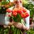 mujer · sonriente · florista · ramo · flores · cliente - foto stock © pressmaster