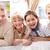 единения · молодые · семьи · четыре · глядя · камеры - Сток-фото © pressmaster