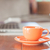 mini · turuncu · kahve · fincanı · ahşap · masa · stok · fotoğraf - stok fotoğraf © punsayaporn