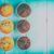 fatto · in · casa · cioccolato · chip · muffins · blu · tavola - foto d'archivio © radub85