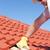 建設作業員 · タイル · 屋根 · 修復 · ワーカー · 黄色 - ストックフォト © roboriginal