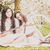 Picknick · Kirschblüten · zwei · junge · Frauen · weiß · Kleider - stock foto © runzelkorn