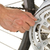 mecánico · bicicleta · taller · hombre · de · trabajo - foto stock © shawnhempel