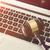 裁判官 · 小槌 · ノートパソコンのキーボード · クローズアップ · 木製 · ビジネス - ストックフォト © simpson33