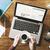 finansowych · wiadomości · online · działalności · laptop · kawy - zdjęcia stock © stokkete