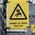 高電圧 · 危険標識 · 危険 · 黄色 · にログイン · 木製 - ストックフォト © stryjek
