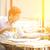 ビジネスの方々 ·  · 飲料 · ホット · コーヒー · 読む · 新聞 - ストックフォト © szefei