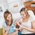 女性 · 友達 · 食べ · ホーム - ストックフォト © wavebreak_media