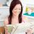 feliz · mujer · comer · cereales · desayuno · cocina - foto stock © wavebreak_media