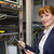 técnico · mirando · cables · servidor · centro · de · datos · ordenador - foto stock © wavebreak_media