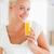genç · kadın · içme · portakal · suyu · portre · güzel - stok fotoğraf © wavebreak_media