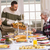 シニア · 高齢者 · 男 · 介護士 · 食事 - ストックフォト © wavebreak_media