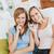 白人 · 女性 · 携帯電話 · ホーム · リビング · 笑顔 - ストックフォト © wavebreak_media