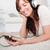 charmant · brunette · vrouw · luisteren · naar · muziek · mp3 · tapijt - stockfoto © wavebreak_media