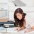 きれいな女性 · 階 · 技術 · ホーム · リビングルーム · 女性 - ストックフォト © wavebreak_media