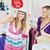 aantrekkelijk · vrouwen · kiezen · kleding · samen · winkel - stockfoto © wavebreak_media