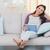 かなり · ブルネット · タブレット · ホーム · リビングルーム · 幸せ - ストックフォト © wavebreak_media