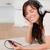 goed · kijken · brunette · vrouwelijke · luisteren · naar · muziek · mp3-speler · tapijt - stockfoto © wavebreak_media