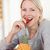 feliz · mujer · sonriente · fresa · alimentos · manzana - foto stock © wavebreak_media