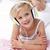 女の子 · リスニング · ヘッドホン · 音楽を聴く · 青 · 幸せ - ストックフォト © wavebreak_media