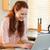 女性 · ノートブック · キッチン · コンピュータ · インターネット · 幸せ - ストックフォト © wavebreak_media