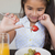 jovem · sorridente · menina · alimentação · uvas · olhando - foto stock © wavebreak_media