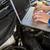 mecánico · usando · la · computadora · portátil · coche · reparación · del · coche · garaje · ordenador - foto stock © wavebreak_media