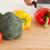 女性 · 手 · 料理 · 野菜 · 立って · キッチン - ストックフォト © wavebreak_media