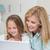 souriant · mère · fille · utilisant · un · ordinateur · portable · ensemble · lit - photo stock © wavebreak_media