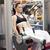aantrekkelijke · vrouw · gewichten · been · druk · kamer - stockfoto © wavebreak_media
