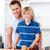 glimlachend · vader · helpen · zoon · ontbijt · keuken - stockfoto © wavebreak_media