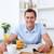 knap · jonge · man · ontbijt · lezing · krant · vergadering - stockfoto © wavebreak_media