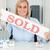 szőke · nő · üzletasszony · mutat · eladva · felirat · néz - stock fotó © wavebreak_media