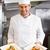boldog · férfi · szakács · szakács · áll · tányér - stock fotó © wavebreak_media