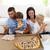 familia · comer · pizza · salón · familia · feliz · todo - foto stock © wavebreak_media
