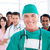 senior · cirurgião · em · pé · colegas · hospital - foto stock © wavebreak_media