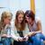 barátok · küldés · szöveges · üzenet · kávéház · nő · telefon - stock fotó © wavebreak_media