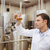 fókuszált · megvizsgál · főzőpohár · sör · gyár · férfi - stock fotó © wavebreak_media
