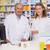 gyógyszerész · tart · üvegek · drog · gyógyszertár · üzlet - stock fotó © wavebreak_media