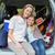 madre · sonriendo · cámara · familia · cargar · arranque - foto stock © wavebreak_media