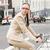 女性実業家 · ライディング · 自転車 · 通り · 低い · セクション - ストックフォト © wavebreak_media
