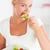 肖像 · 女性 · 食べ · サラダ · キッチン · 食品 - ストックフォト © wavebreak_media