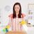 mujer · limpieza · cuidadosamente · tabla · de · cortar · cocina - foto stock © wavebreak_media