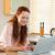 笑顔の女性 · ショッピング · を · キッチン · コンピュータ · インターネット - ストックフォト © wavebreak_media