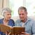 anziani · guardando · photo · album · home · donna · casa - foto d'archivio © wavebreak_media