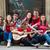 gruppo · ragazzi · ragazze · seduta · strada - foto d'archivio © zurijeta
