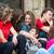 sorridere · amici · fuori · seduta · strada · città - foto d'archivio © zurijeta